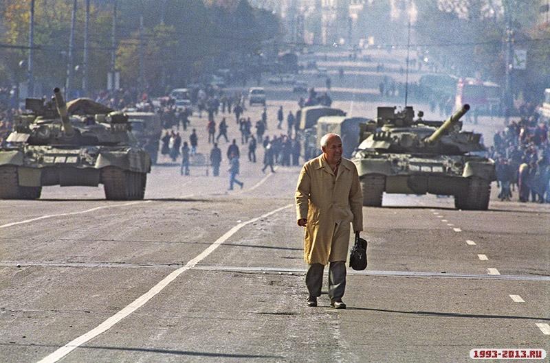 На Ново-Арбатском мосту в Москве, 1993 год
