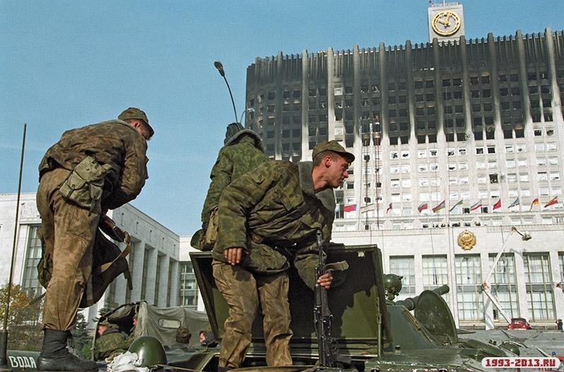 У Белого дома в Москве, 1993 год