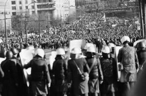 митинг сторонников парламента 3 октября на Октябрьской площади неожиданно вылился в шествие по Садовому кольцу